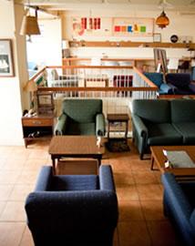 話が進むカフェや喫茶店のイメージ写真